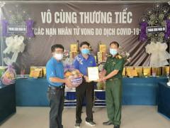Giám đốc Co.opmart Tuy Lý Vương (Quận 8) đưa tro cốt người lao động tử vong do COVID-19 về với gia đình