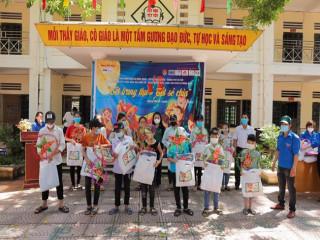 Tập đoàn Bim Group cùng Trung tâm Hỗ trợ Phát triển Khoa học và Công nghệ tặng quà trung thu cho thiếu nhi xã Hồng Minh, Phú Xuyên, Hà Nội