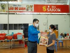 Trao gói hỗ trợ cho 600 hộ kinh doanh nhỏ trong ngành thực phẩm và đồ uống đang gặp khó khăn do Covid-19 tại Thành phố Hồ Chí Minh