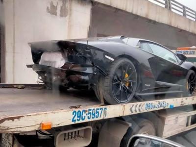 Lamborghini Aventador S thứ 2 tại Việt Nam nằm trên xe cứu hộ với đuôi xe được tháo tung khiến dân tình tò mò
