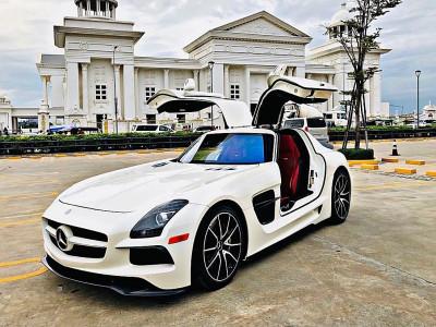 Video: Siêu xe cửa cánh chim Mercedes-Benz SLS AMG