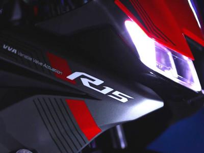 Yamaha R15 2021 ra mắt với màu mới, chưa có thiết kế thân vỏ khác biệt so với trước