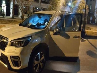 Hà Nội: Subaru Forester bay qua dải phân cách, tông gãy cột đèn, túi khí bung ra phủ kín cửa sổ