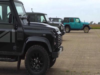Theo dõi cuộc đua drag kịch tính giữa Jeep Wrangler, Mercedes-Benz G350d và Land Rover Defender mới lẫn cũ
