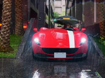 Khổ như đại gia: Chi hơn 65 tỷ đồng sở hữu Ferrari Monza SP1 nhưng mưa xuống phải che dù