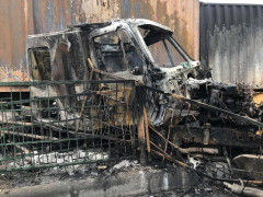 Video: Xe container cháy rụi trên Quốc lộ 5 khiến giao thông ùn tắc nghiêm trọng, tài xế may mắn thoát chết
