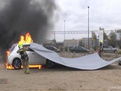 Đây là tấm bạt chữa cháy xe vừa nhanh chóng vừa tiện lợi