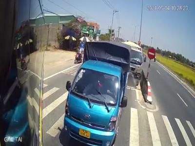 Video quay vụ tai nạn liên hoàn tại Quảng Nam khiến cư dân mạng tranh cãi gay gắt