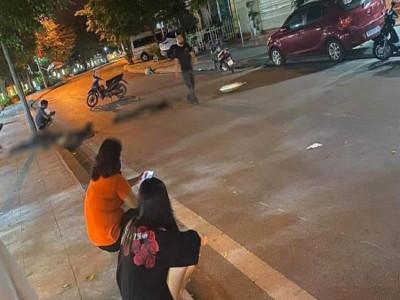Video quay khoảnh khắc xe máy tự đâm vào cột điện khiến 3 phụ nữ tử vong tại Quảng Ninh