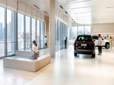 Sản xuất bị ngưng trệ vì thiếu chip bán dẫn, các showroom ô tô hết cả xe trưng bày