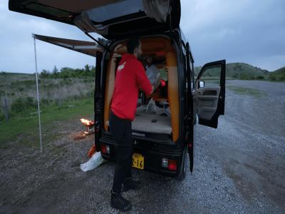 Chiếc xe kei cắm trại tí hon này có đủ mọi thứ để bạn yên tâm đi