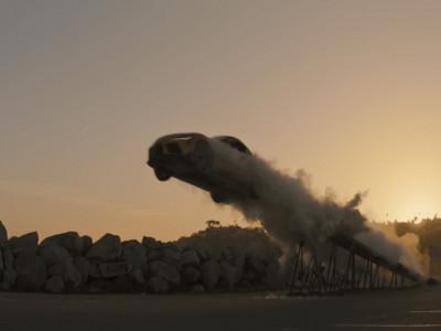 Nhằm gây chú ý, Toyota GR Supra mới thực hiện màn mạo hiểm bay xa 30 mét trên không
