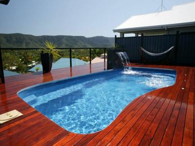 Tạo điểm nhấn nổi bật với sàn hồ bơi bằng gỗ đầy phong cách