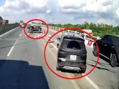 Video quay khoảnh khắc xe Mitsubishi Xpander tông dải phân cách, đâm trúng xe ô tô tải trên cầu Thanh Trì