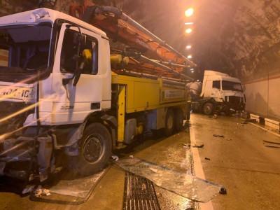 Video: Tài xế xe SUV mất lái trong đường hầm, gây tai nạn liên hoàn cho 4 ô tô khác