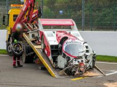 Xe đua cổ điển Porsche 962 C trị giá 27 tỷ đồng gặp tai nạn tan nát trên đường đua