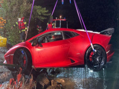 3 tiếng giải cứu siêu xe Lamborghini Huracan bị chìm dưới hồ, huy động cả khinh khí cầu