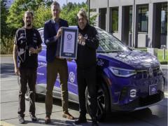 Volkswagen ID.4 lập Kỷ lục Guinness Thế giới cho hành trình liên tục dài nhất bằng xe điện trên một đất nước